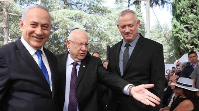 Benjamin Netanyahu, Reuven Rivlin e Benny Gantz (Ansa)