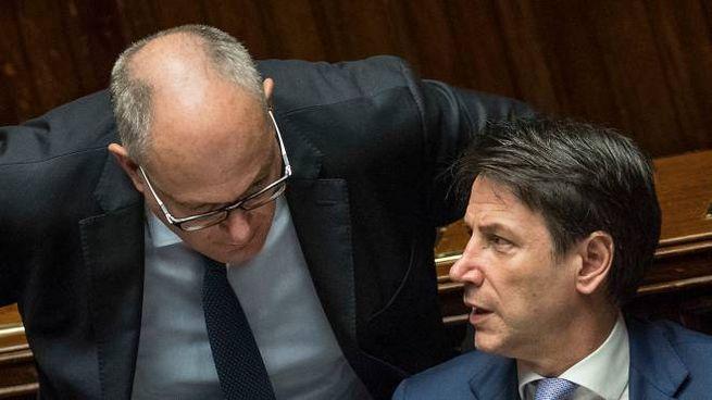 Roberto Gualtieri e Giuseppe Conte (LaPresse)