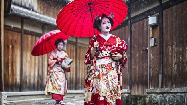 Multe ai fotografi maleducati nel quartiere delle geishe di Kyoto