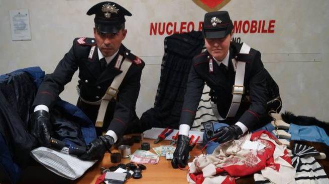 I carabinieri con parte della refurtiva