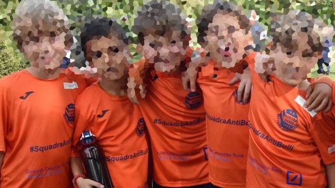 I piccoli giocatori dell'Aurora Desio, la squadra del ragazzino di colore insultato