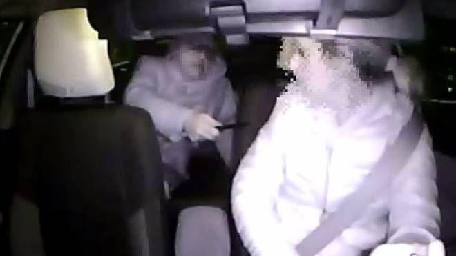 Milano, tassista coraggio disarma bandito: attimi di terrore - IL GIORNO