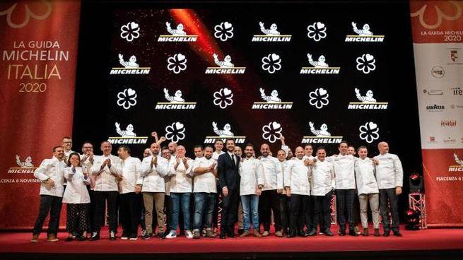 Foto di gruppo per la presentazione della Guida Michelin (Ansa)