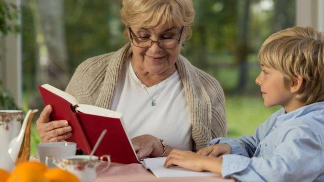 Anziani e lettura (Foto di repertorio)