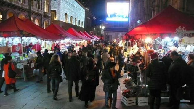 Luci, colori e bancarelle di Natale: le feste si avvicinano (OLYCOM / RICCARDO SCHITO)