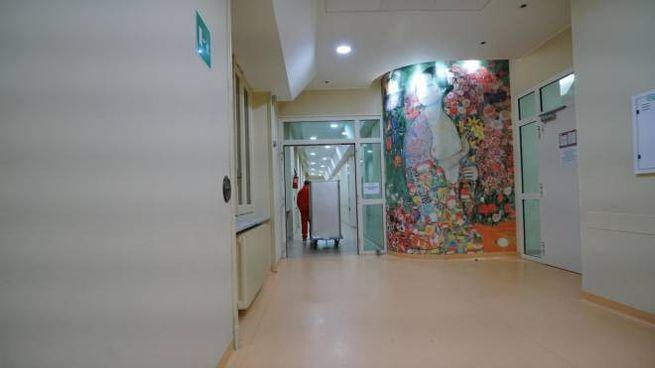 Una veduta interna dell'ospedale Sant'Anna di Torino (Ansa)