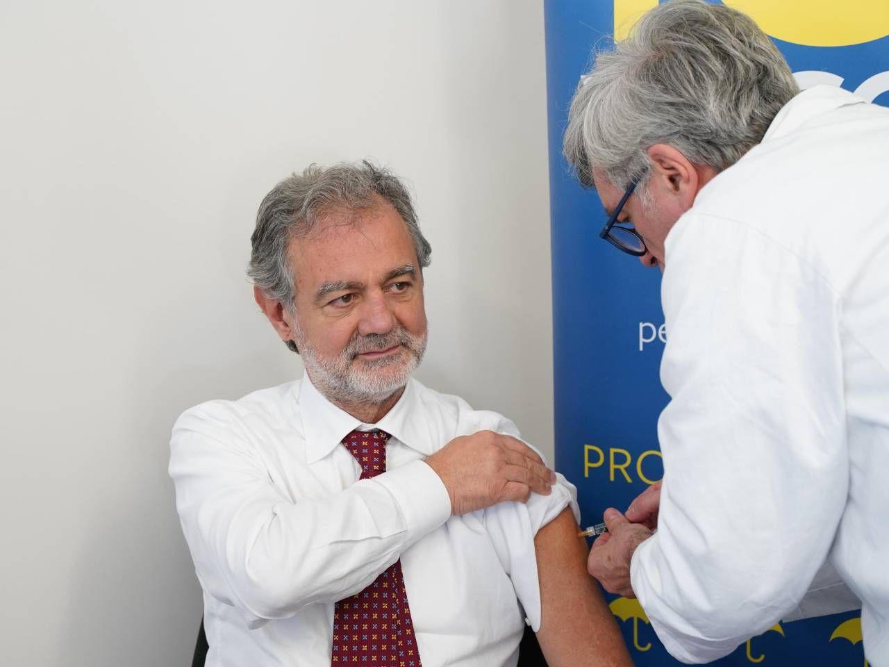 Il direttore generale dell'azienda Usl, Antonio Brambilla che ieri si è sottoposto al vaccino antinfluenzale