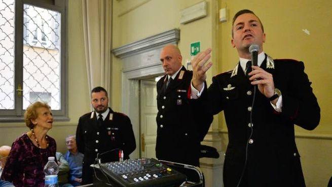 I carabinieri organizzano incontri con gli anziani per informarli sui rischi delle truffe