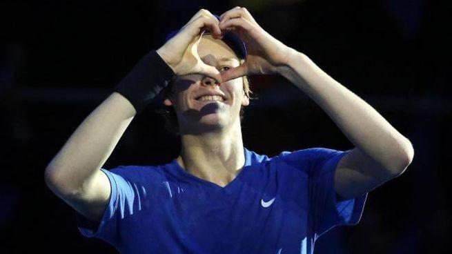 Jannik Sinner esulta dopo la vittoria in semifinale (Ansa)