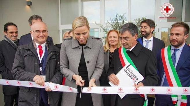 Isola del Gran Sasso, Charlène all'inaugurazione della scuola Parrozzani (Facebook CRI)