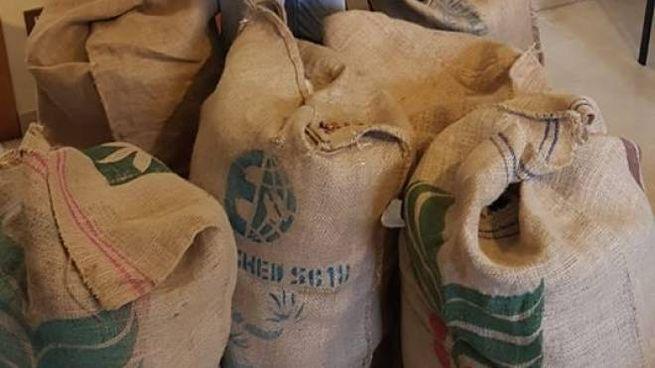 Malegno, lo Stato vuole i soldi: il sindaco prepara sacchi di monetine da un centesimo