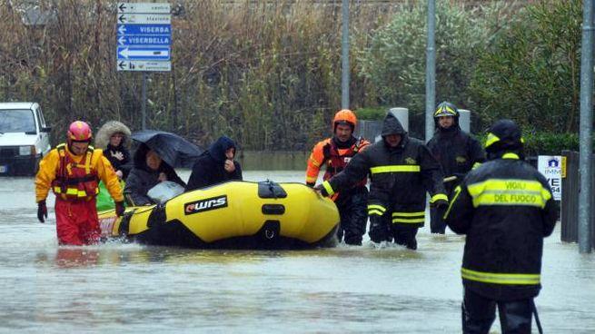Un intervento di soccorso dopo gli allagamenti a Rimini (archivio PasqualeBove)