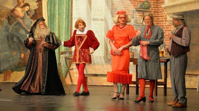 I personaggi di Teresa, Mabilia e Giovanni in scena con Leonardo Da Vinci