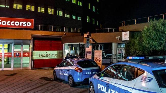 L'esterno dell'Ospedale San Raffaele di Milano dove è ricoverato il 79enne (Ansa)