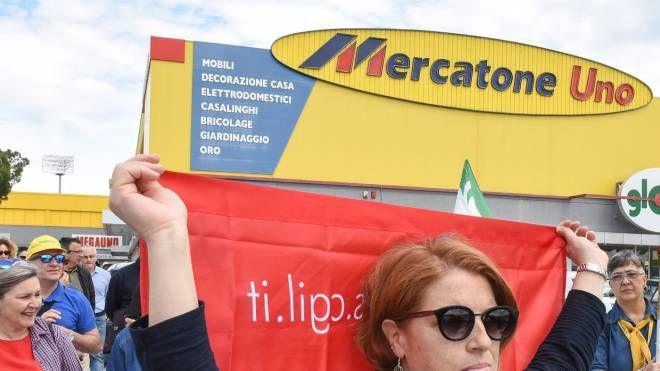 Mercatone Uno Civitanova Marche, lavoratori nel limbo - il Resto del Carlino