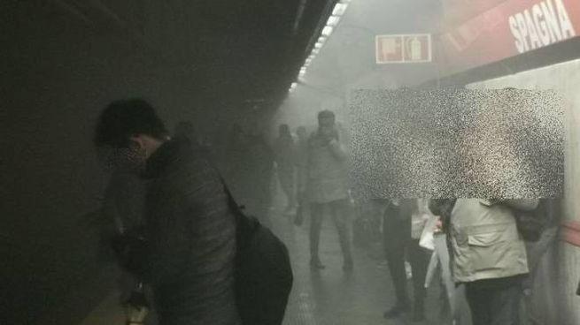 Fumo nella metro di Roma (Dire)