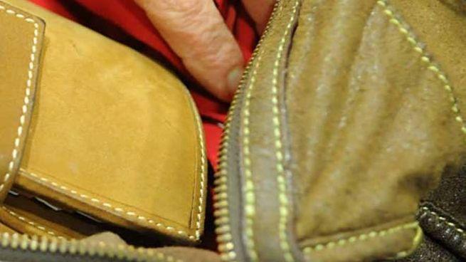 Un portafogli in una borsa (foto d'archivio Businesspress)