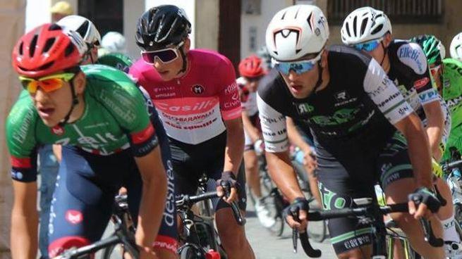 Giovanni Iannelli (al centro della foto) in corsa