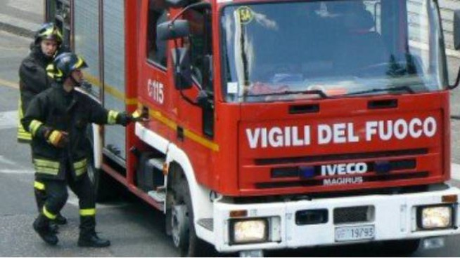 I pompieri sono intervenuti stamane alla scuola di Serra San Quirico