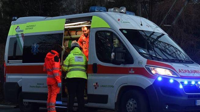 Ambulanza in azione in una foto di repertorio (Cusa)