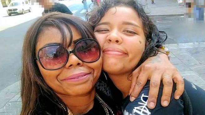 """Indiaxé Bahia Souza Venet,  """"mamma India"""", con la figlia Elena Casetto"""