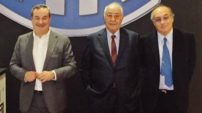 Corrado Reverberi (al centro) assieme agli adorati figli Stefano e Mario