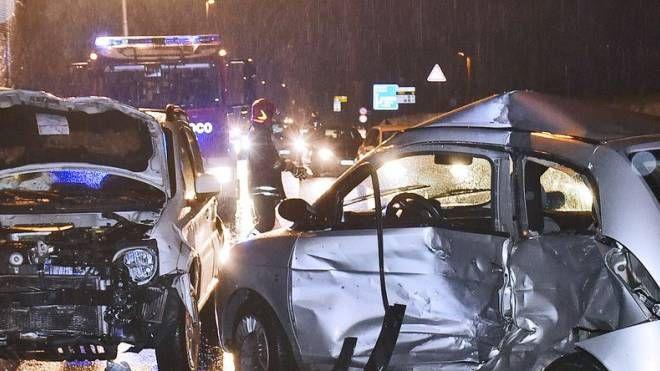 Incidente a Lurago d'Erba, scontro frontale tra due auto: muore donna di 36 anni - IL GIORNO