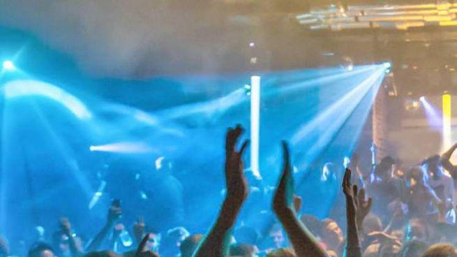 Giovani in discoteca in una foto di repertorio (De Pascale)