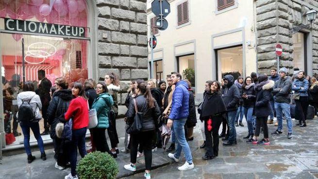 Un fiume di appassionati del make up all'inaugurazione di ClioPopUp di Firenze
