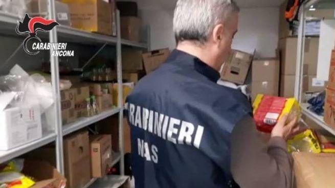 I controlli dei carabinieri del Nas nel ristorante cinese poi chiuso e multato
