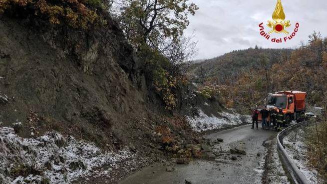 La frana sulla strada fra Varzi e la località Castellaro