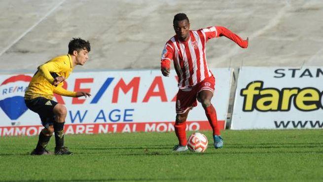 Moussa Souare, 21 anni, in azione contro la Savignanese: lui al Morgagni il match winner (Frasca)
