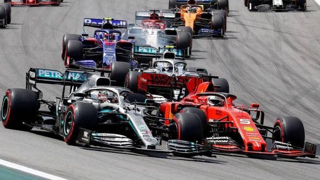 Gp Brasile, Hamilton passa Vettel alla prima curva (Ansa)