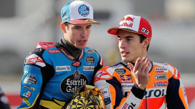 Alex Marquez (a sinistra) col fratello Marc (Ansa)