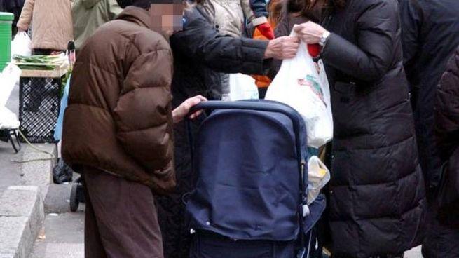 I disagi in arrivo al mercato vicino all'ospedale sembrano coinvolgere ambulanti e clienti