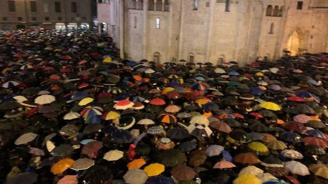 Il popolo delle sardine a Modena (Foto Fiocchi)