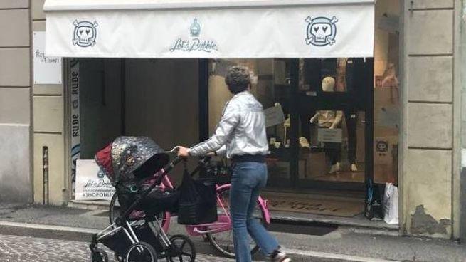 """La vetrina in centro a Crema di """"Let's Bubble"""" inaugurato lo scorso aprile"""