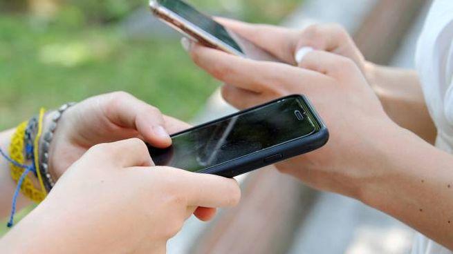 Cellulari ricaricabili all'aperto