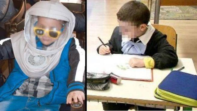 Il piccolo Karim, col casco e in classe (dove ci sono le finestre schermate)