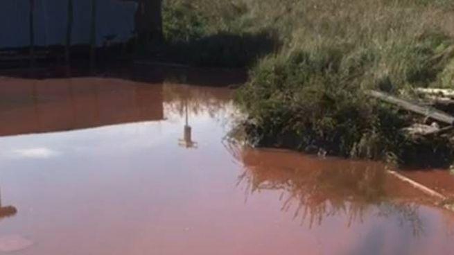 L'acqua della valle colorata di rosa