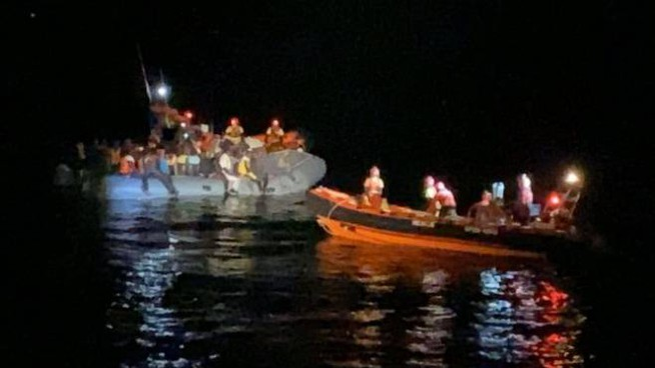 I migranti soccorsi da una nave di Open Arms (Dire)