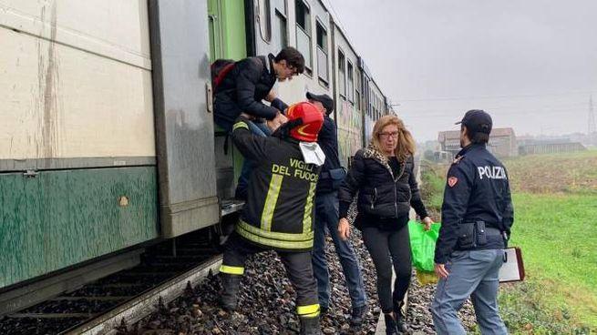 Principio di incendio sul treno (Ansa)