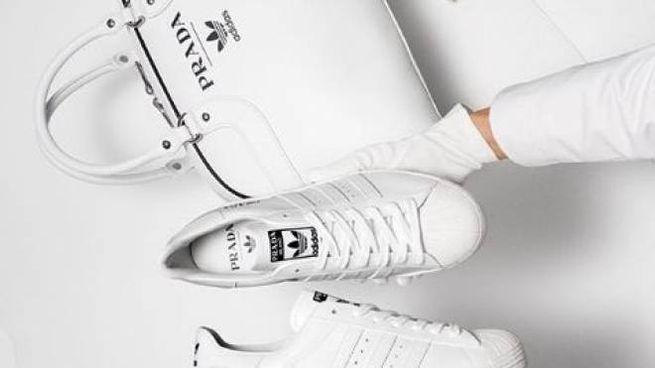 La borsa e le sneakers Prada for Adidas (Instagram)