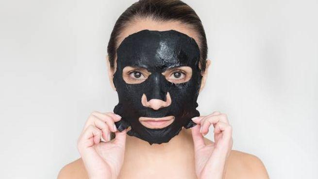 I consigli per usare il carbone vegetale per la pelle