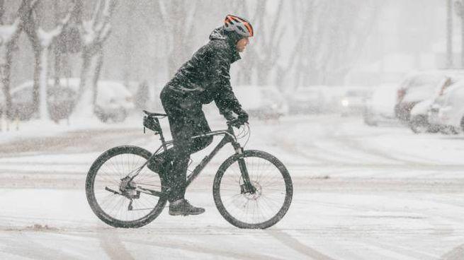 Come andare in bici in inverno evitando i rischi