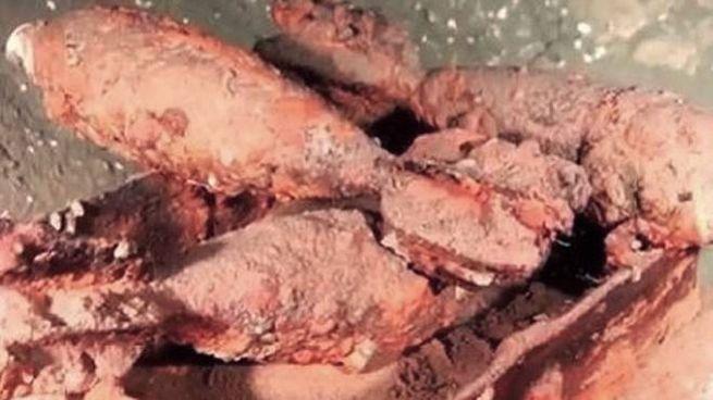 Alcune delle bombe recuperate dai fondali e fatte brillare in una cava