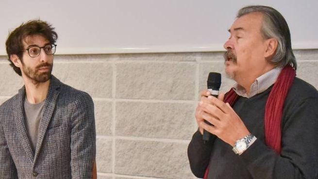 Il relatore Andrea Martini con Lorenzo Marconi dell'Anpi durante l'incontro a scuola