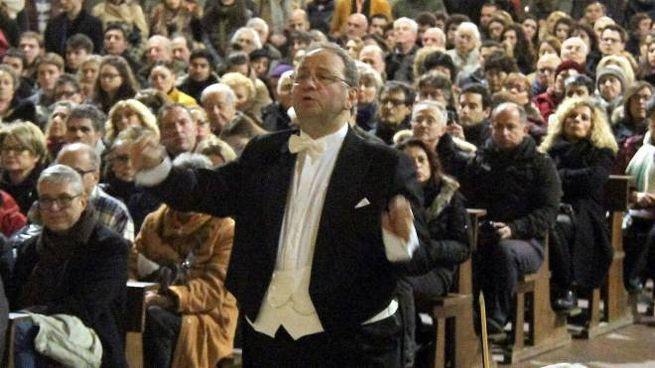 Nella foto d'archivio il concerto di Mozart diretto dal maestro Lanzetta a Santa Croce