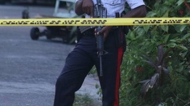 A indagare sul duplice delitto la polizia giamaicana a caccia di indizi