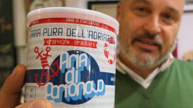 'L'aria di Portonovo' in vendita nel temporary store 'L'oro delle Marche' di via Marsala